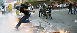 Venezuelan police arrest scores amid protests