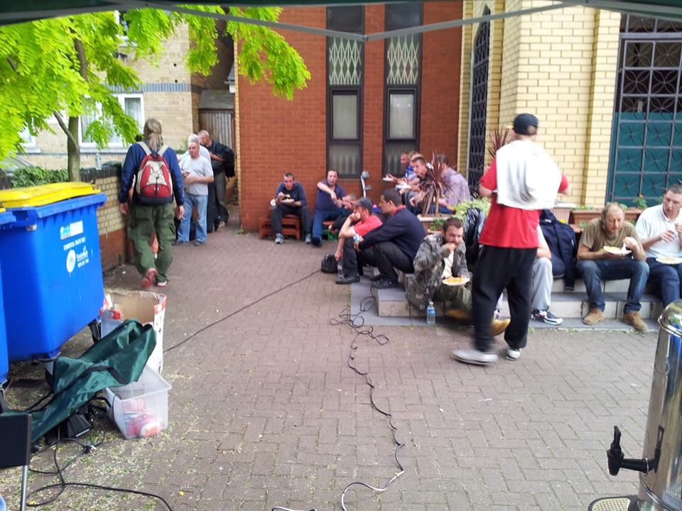 Croydon mosque feeds homless