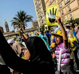 Egypt: Clashes between pro-and anti-Morsi demonstrators kill two, raising int'l concerns
