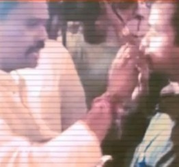 India: Shiv Sena MP caught force-feeding fasting Muslim employee, sparks outrage