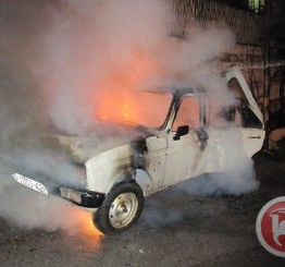 Palestine: Israeli settlers torch Palestinian cars soon after prisoners freed