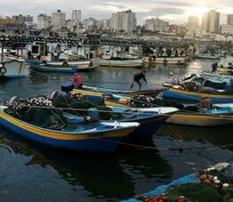Palestine: 6 fishermen arrested, 3 fishing boats confiscated