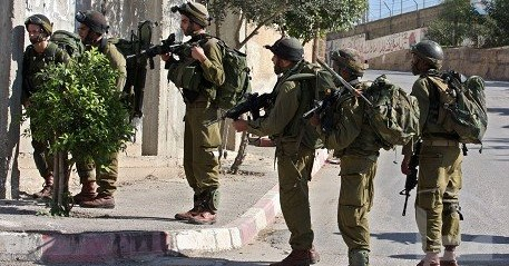 Palestine: Israeli soldiers kidnap 14 Palestinians in West Bank