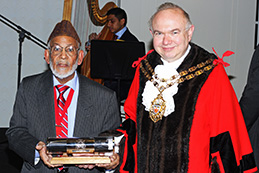 Saleem Siddiqui conferred freedom of Borough of Hackney