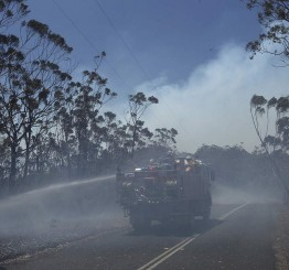 Australia: Winds hamper firefighting aircraft with worse weather still to come