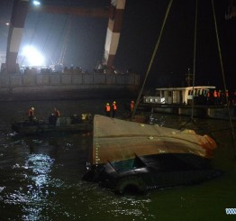China: Over 20 missing after boat sinks in Yangtze River