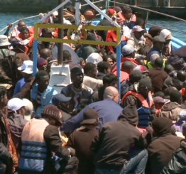 Italy: At least 3,000 migrants cross into Italian waters