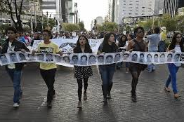 Mexico: Thousands march for missing students