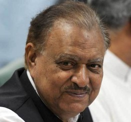 Pakistan: President defends govt for taking $1.5bn Saudi aid