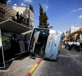 Palestine: Man overturns empty bus in Jerusalem