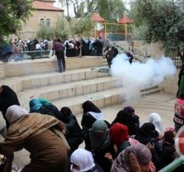 Palestine: Israeli forces storm Aqsa compound, dozens injured and detained