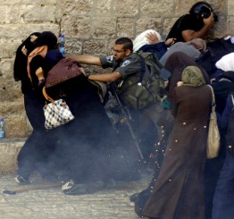 Palestine: Israeli police assault and abduct woman and disabled mother in E Jerusalem