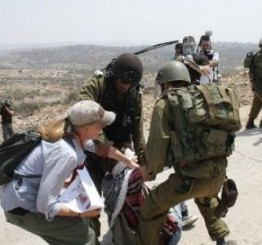 Palestine: Israeli soldiers attack Ni'lin weekly protest