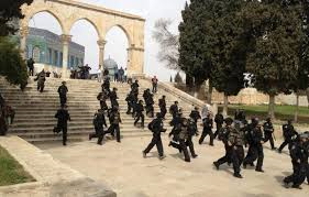 Palestine: Israeli police attacks worshipers in Al-Aqsa Mosque, ten injured