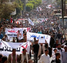 Yemen: Thousands rally against Houthis amid power struggle